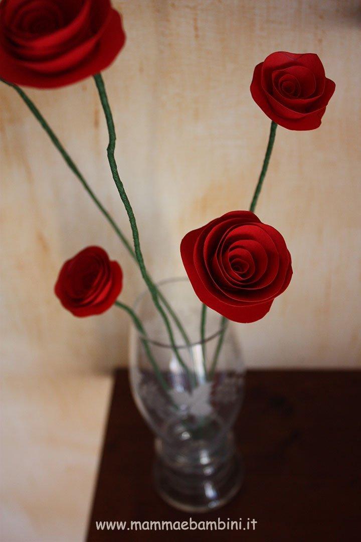 Come realizzare dei fiori di carta con gambo 11