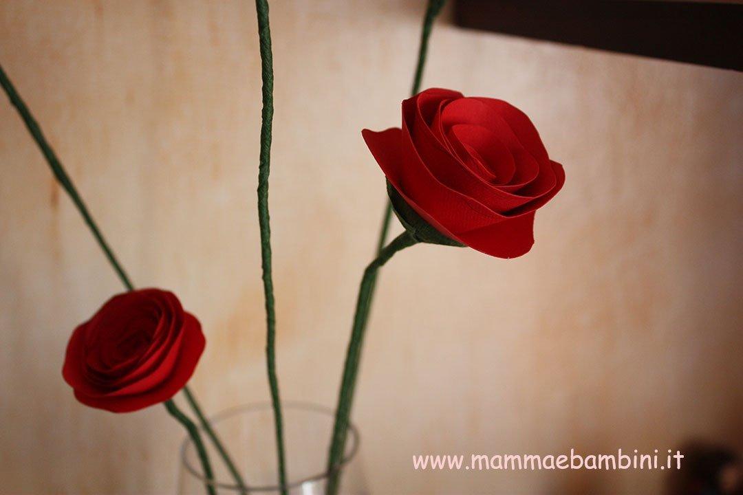 Come realizzare dei fiori di carta con gambo 12