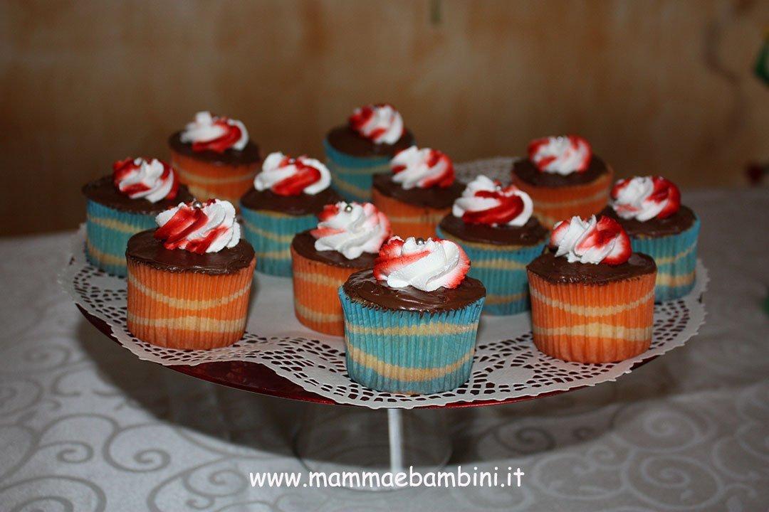 Decorare cupcakes con nutella e panna 01