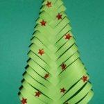 Addobbi per Natale con albero di carta