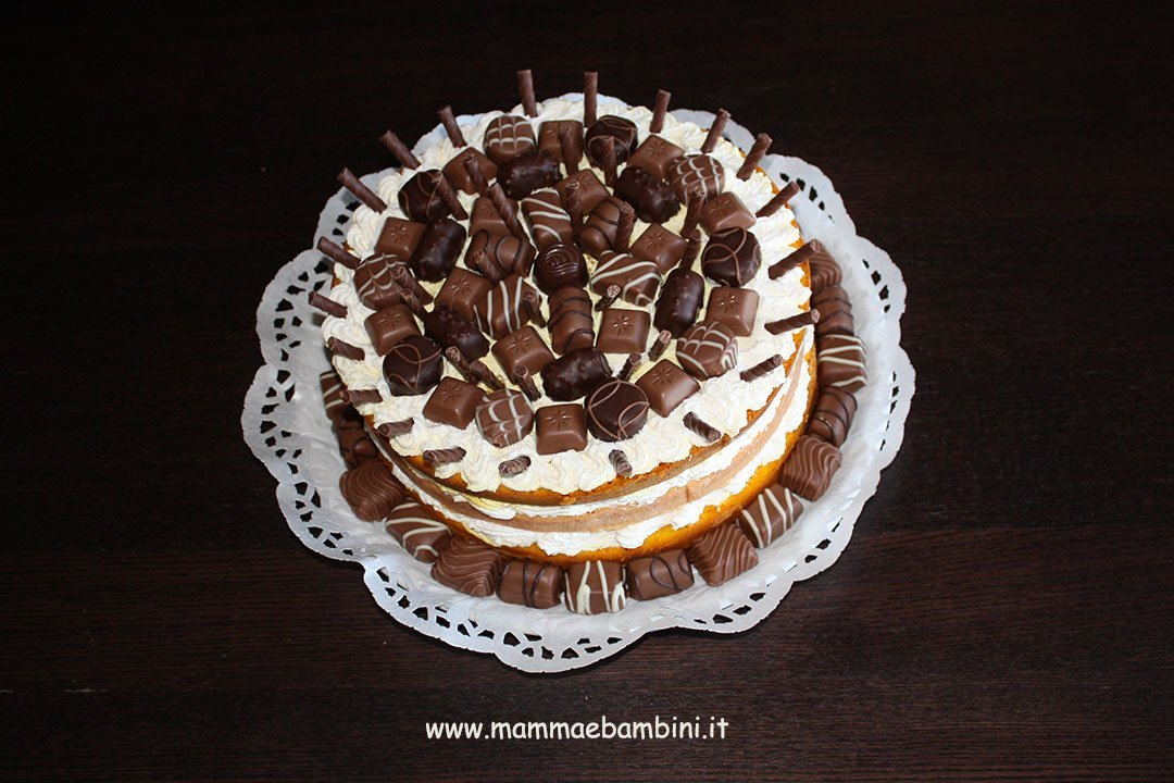 Decorazione torta con cioccolatini