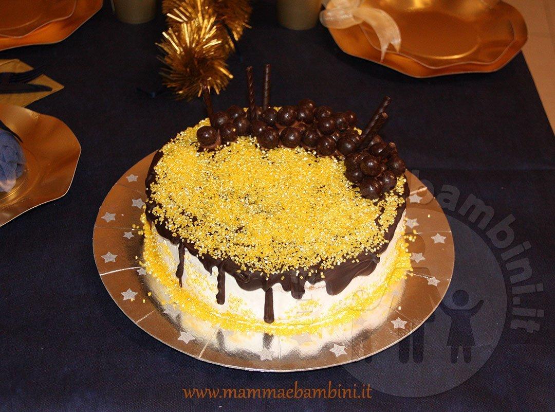 Idee Per Decorare Una Torta idee per decorare torta con glassa al cioccolato - mamma e