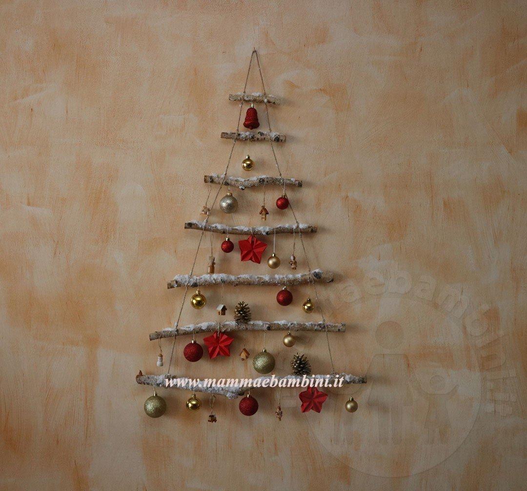 Lavoretti In Legno Per Natale idee albero di natale con rami da appendere - mamma e bambini
