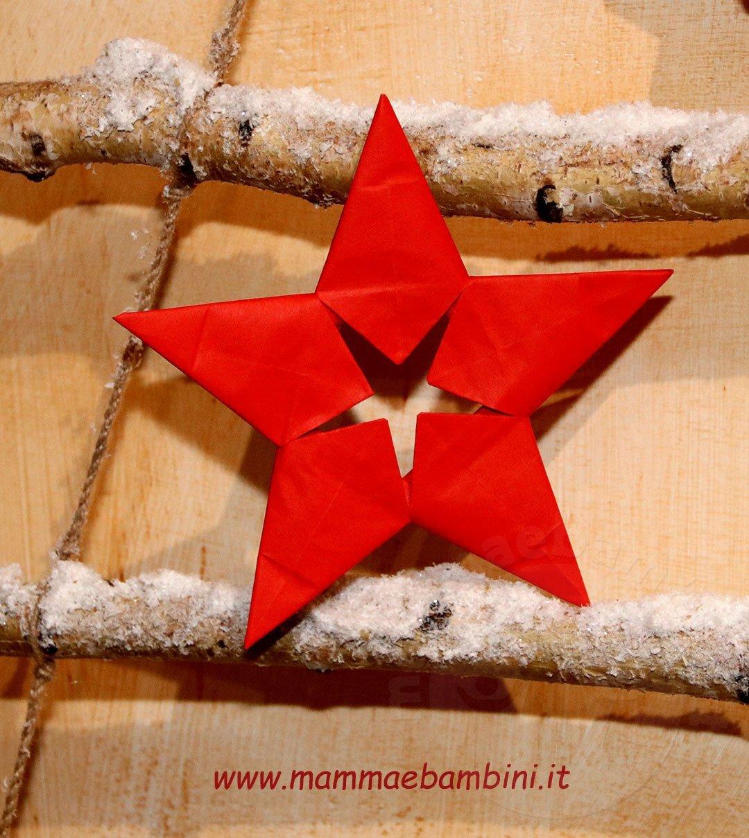 Stelle Di Natale Da Costruire come realizzare una stella di natale di carta - mamma e bambini