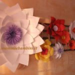 Composizioni con fiori giganti di carta