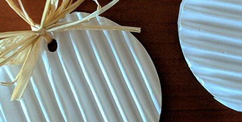 Decorazioni natalizie con carta ondulata