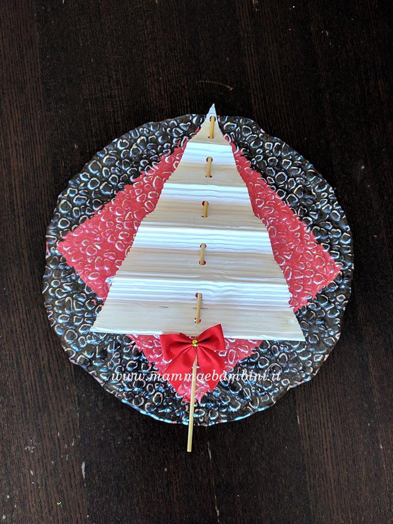 Albero di Natale con carta riciclo